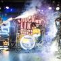Dynamická show, ostré kytarové riffy, pyrotechnické efekty… ano to je newyorská legenda Adam Bomb