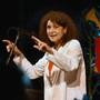 Iva Bittová hraje a zpívá se svými přáteli Pro radost