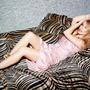 Zpěvačka Kylie Minogue ovládla britské hitparády s novinkou Golden
