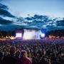 Na bohatém programu Metronome festivalu jsou uvedena další jména, Anna Calvi a Lauran Hibberd