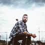 Zpívající kytarista Václav Vaňura, kterému si neřekne jinak než Láska, vyslal do světa další novinku