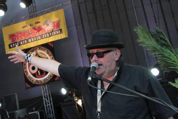 Po písničkářce Lenny zasedla nad otázkami čtenářů Zvířata. Konkrétně  frontman kapely Sto zvířat Jan Kalina. Žádný dotaz nevynechal ddf01cb9d8
